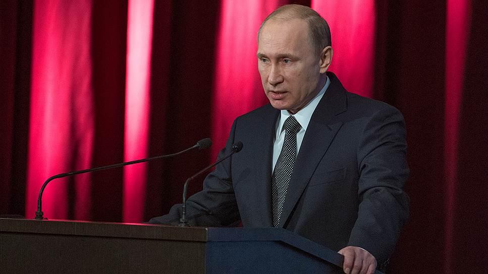 Владимир Путин разглядел «цветные технологии» на улицах и в соцсетях