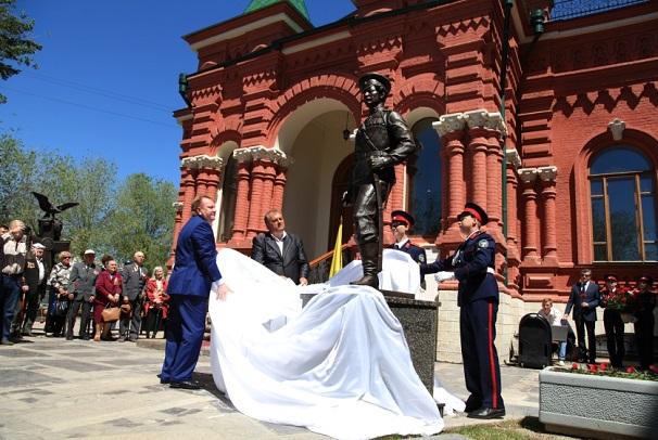 Памятник Константину Недорубову торжественно открыт в Волгограде