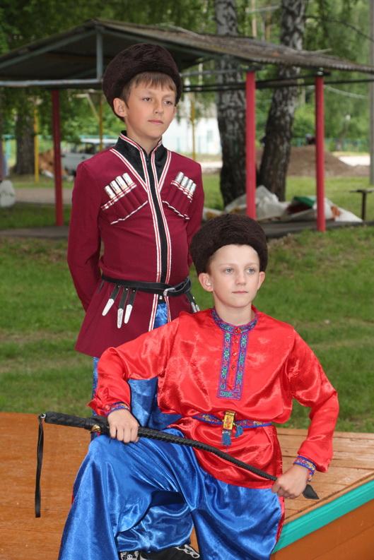 Детская смена лагеря с казачьей тематикой