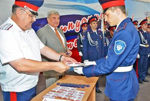 В Новочеркасске спустя 96 лет выпускникам военного института присвоили казачьи чины
