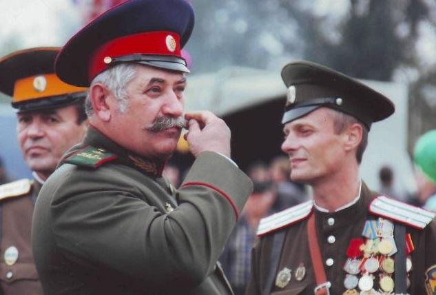 Поддерживающие Порошенко запорожские казаки собираются «предать позору» донского атамана Николая Козицына