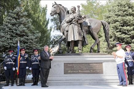 В Ростове открыли памятник атаману Матвею Платову