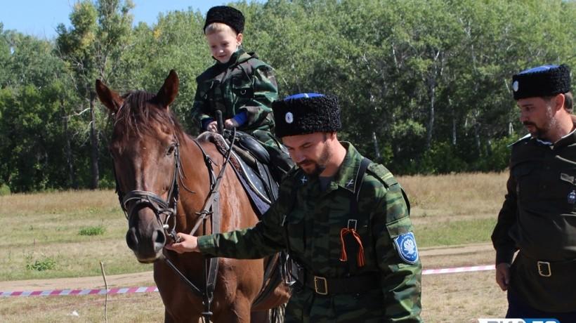 Оренбургские казаки провели обряд «посажение на коня»
