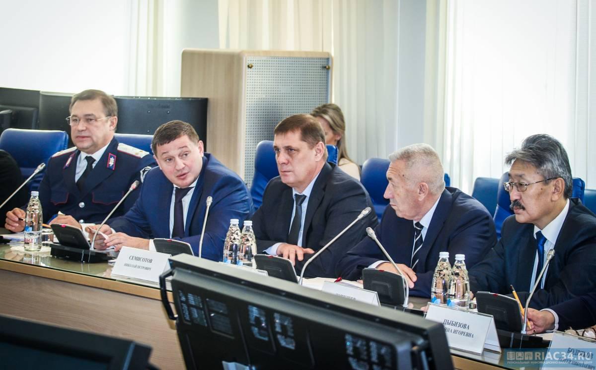 Волгоградский губернатор встретился с казачьими атаманами