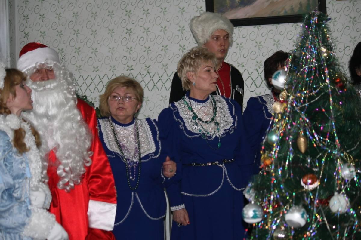Казаки САРЦ МКЦ организовали новогодний праздник для престарелых