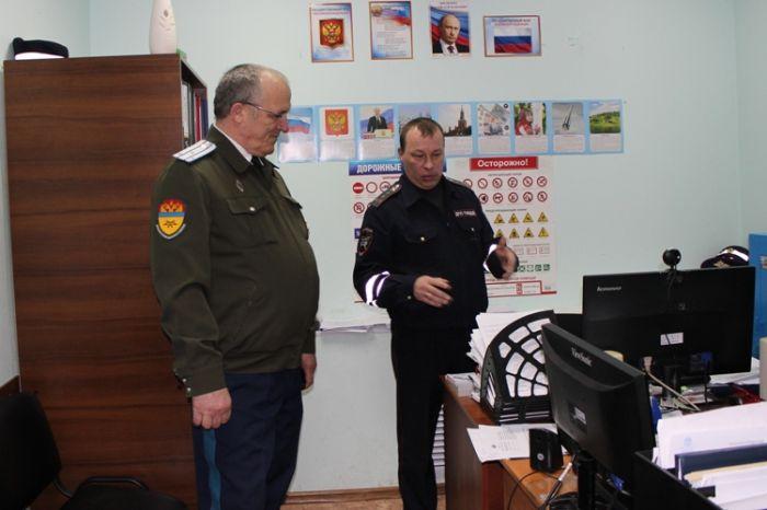 Атаман Северо-Западного округа Оренбургского отдела СКВРиЗ проверил несение службы сотрудниками ОГИБДД ОМВД