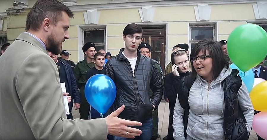В Рязани казаки не позволили ЛГБТ-активистам запустить воздушные шарики