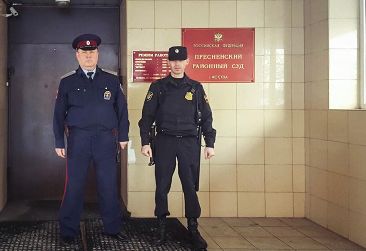 Для защиты государственных структур привлекут опытных охранников и казаков