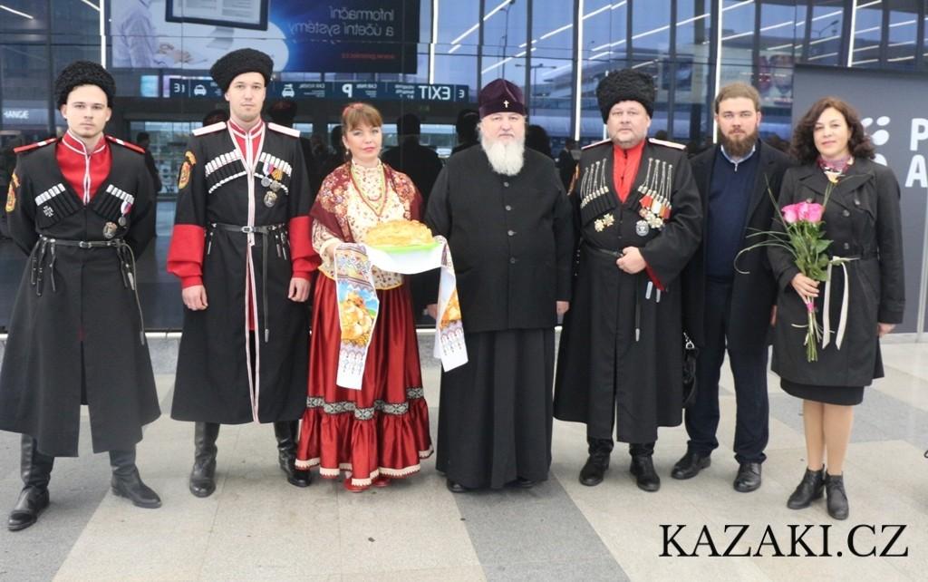 Казаки Всеказачьего Союза встретили делегацию Синодального комитета по взаимодействию с казачеством в Праге