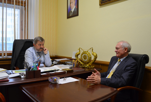 Виктор Водолацкий (слева), Анатолий Бигус (справа)